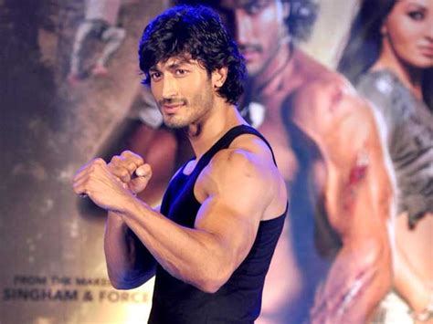 film india commando vidyut jamwal performs daredevil stunts pictures filmibeat