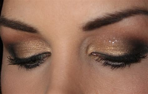 Eyeshadow A classic gold makeup tutorial