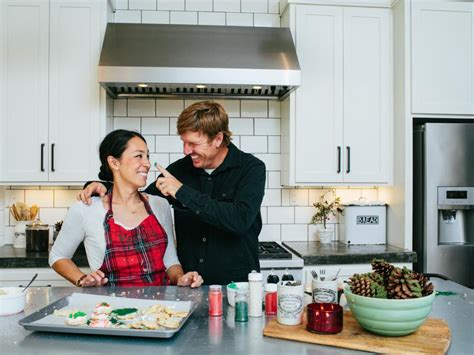 magnolia chip and joanna fixer upper sneak peek holidays with chip and jo at