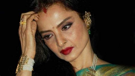 biography hindi actress rekha molestation affair and assault 5 controversial episodes