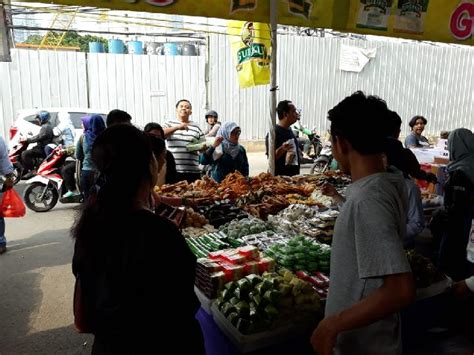 ramadan tiba pasar benhil menawarkan berbagai macam