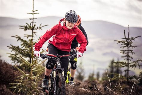 best mtb rain jacket endura launches new singletrack mountain biking rain