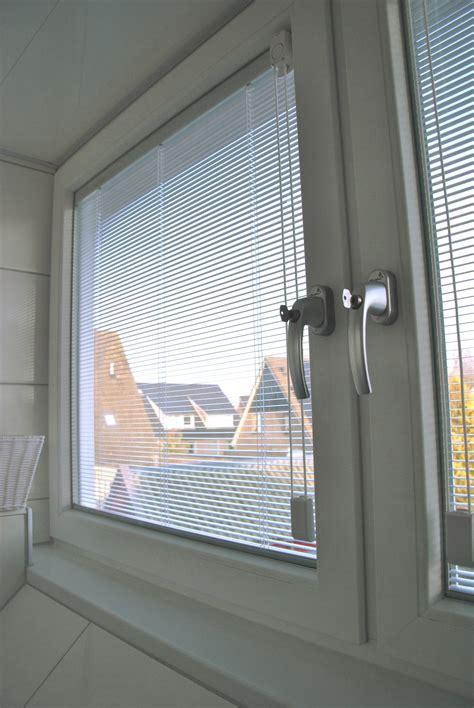 luxaflex in glas dakkapel met luxaflex in glas raadsveld kunststof kozijnen