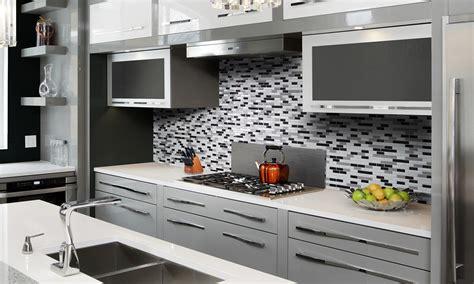 cr馘ence cuisine brico d駱ot cuisine carrelage mural cuisine carreaux et faience