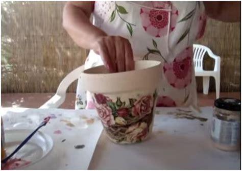 decoupage su vasi di terracotta come fare d 233 coupage sui vasi terrazzo