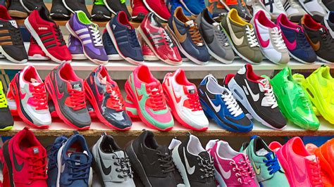 Busted 13725 Pairs Of Faux Nikes Seized In The City Of Big Shoulders Chicago Second City Style Fashion by Nbi Seizes Nike Shoes In Store Raids Inside Retail