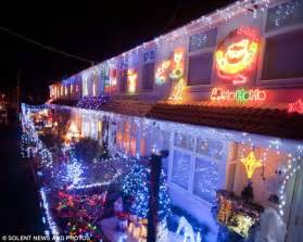 thousands cram into residential close for christmas lights