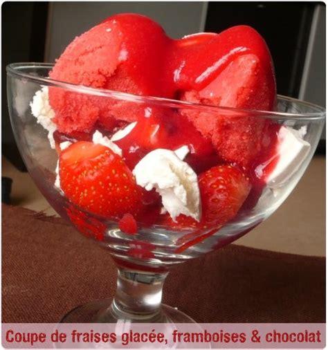 coupe de fraises coupe de fraises glac 233 e au coulis de framboise chocolat