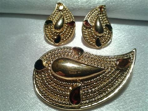 pin by maeberry vintage on 207 broadway pinterest 367 best brooch pins images on pinterest brooch brooch