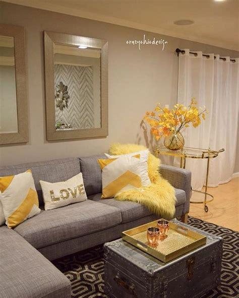 tono mostaza  crear  espacio de vitalidad  iluminacion en la sala de tu decoracion de