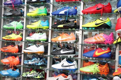 football shoes shop football shoes of renowned brands nike sold at sports