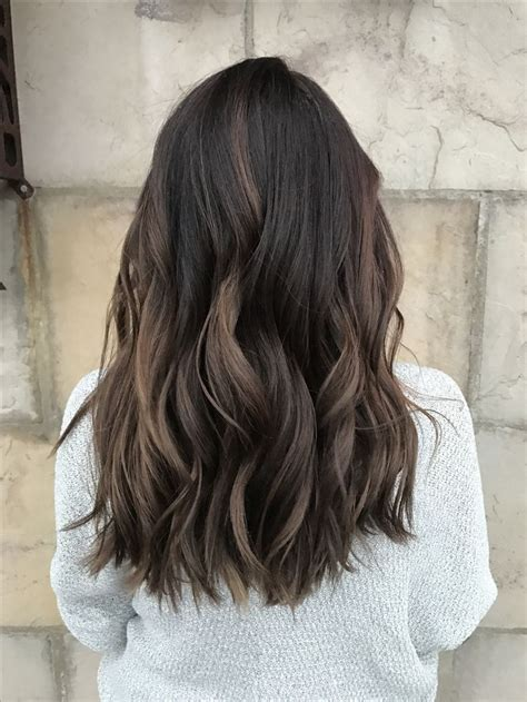 balayage ombre highlights on dark hair 25 b 228 sta id 233 erna om dimensional brunette p 229 pinterest