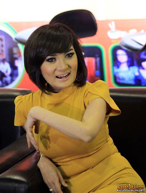 kumpulan foto artis seksi indonesia kapanlagicom galery artis koleksi foto hot dan sexy kiki amalia