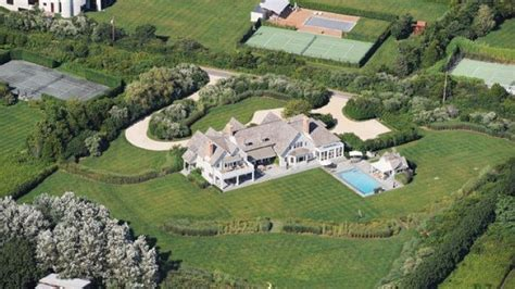 bill clinton house inside the htons home the clintons rented for 200k