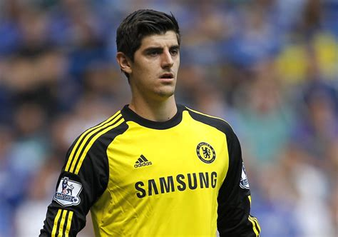 Chelsea Keeper | goalkeeper thibaut courtois stuns leicester city striker