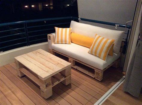 diy settee diy pallet sofa and coffee table 99 pallets