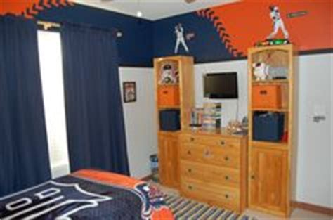 detroit tigers bedroom tiger s themed bedroom on pinterest baseball wall