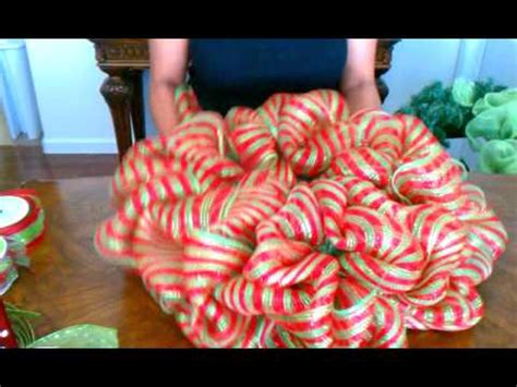 how to make a burlap deco mesh wreath   doovi