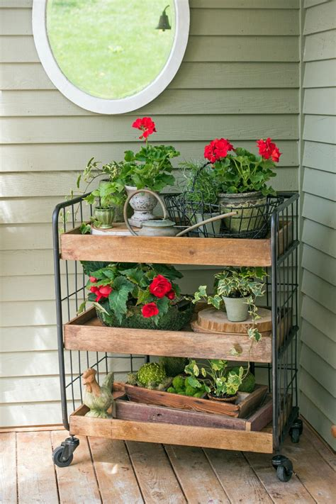 How To Decorate A Small Outdoor Entryway