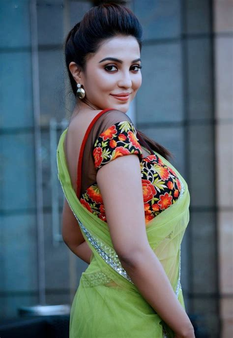 south actress parvathy south model and actress parvathy nair latest navel show