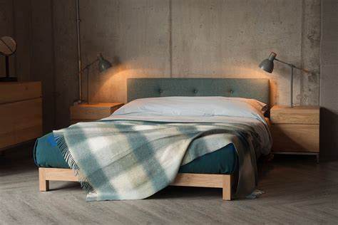 bett niedrig iona low bed with buttoned headboard bed company