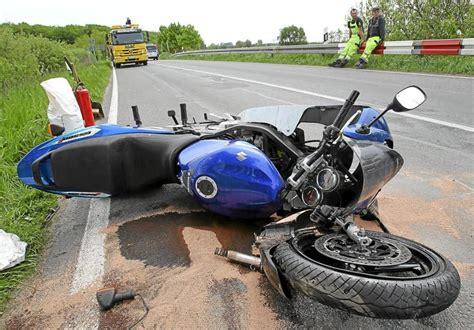 Motorrad Unfall Deutschland by Stra 223 Berg Motorradfahrer Nach Unfall Auf B 463 In