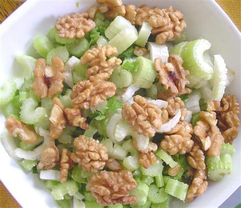 sedano in insalata insalata di sedano con le noci dailygreen