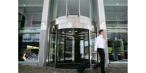 porte hotel portes tournantes compactes assa abloy assa abloy