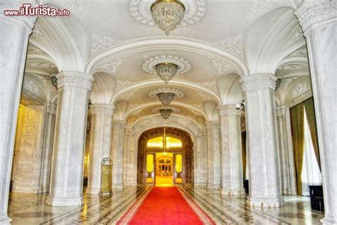 linterno del palazzo del parlamento  bucarest
