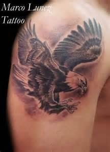 cross tattoo on shoulder blade eagle tattoo on shoulder for guys tattoobite com
