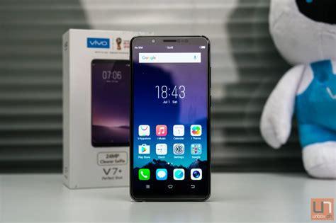 Vivo V7 Smartphone Gold 32gb 4gb Gransi Resmi Vivo mid range bezel less smartphone comparison lg q6 vs vivo v7 gearopen
