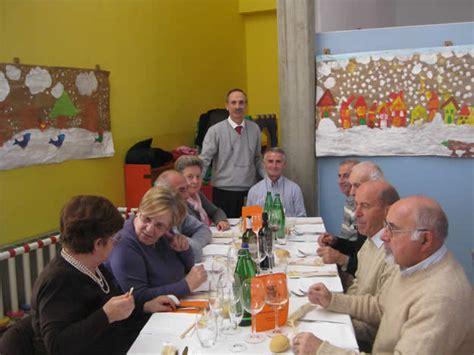 giochi di servire ai tavoli montevecchia festa per oltre 100 anziani la vita 232