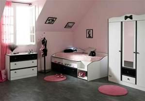 Supérieur Amenagement Petite Chambre Ado Fille #1: chambre-de-fille-ado-id%C3%A9e-d%C3%A9co-rose-et-noir.jpg