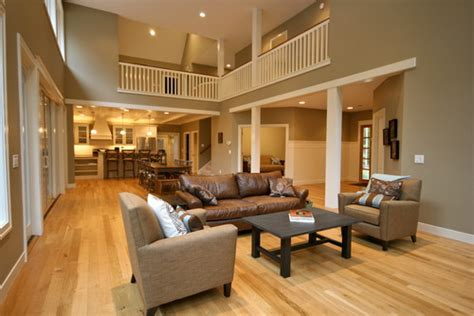 the wall color paired with the light oak floors do you what color they are
