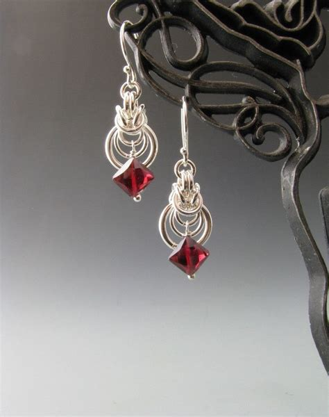 how to make chainmaille jewelry byzantine ripple chain maille earrings with garnet