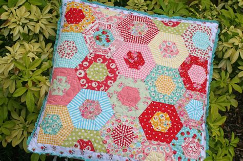 Hexagon Quilt Tutorial by Hexagon Pillow Tutorial By Sewdeerlyloved