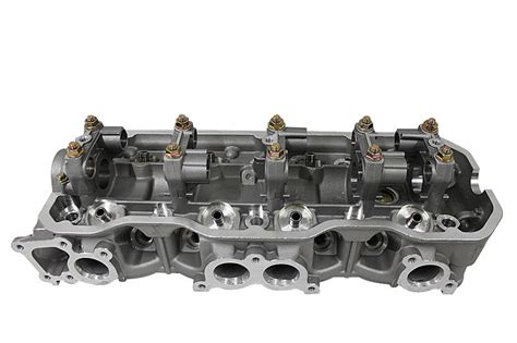 China Isuzu Trooper Amigo 2 6l Cylinder Head 4ze1