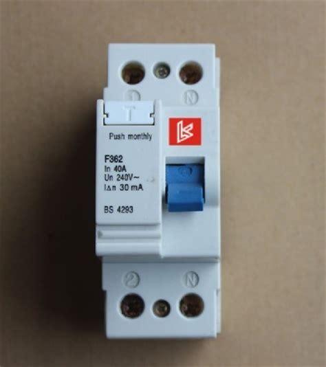 Mcb 10 A Mini Circuit Breaker Cb Sekering Otomatis 10 Schnei T1310 3 残りの現在の遮断器 f360 cb mcb mccb rccb elcb 残りの現在の遮断器 f360 cb