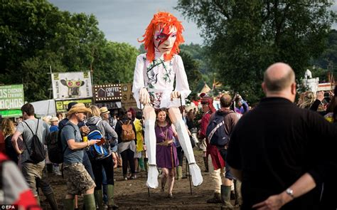 Hm High Line Festival With David Bowie by Glastonbury Festival Weather Forecast Sees Heavy Showers