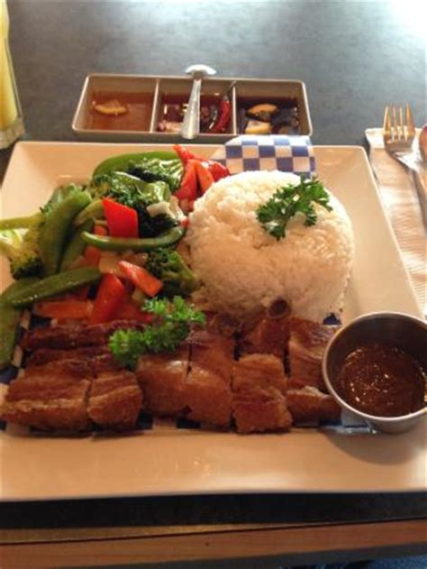 lechon kawali with vegetables and rice. picture of 7