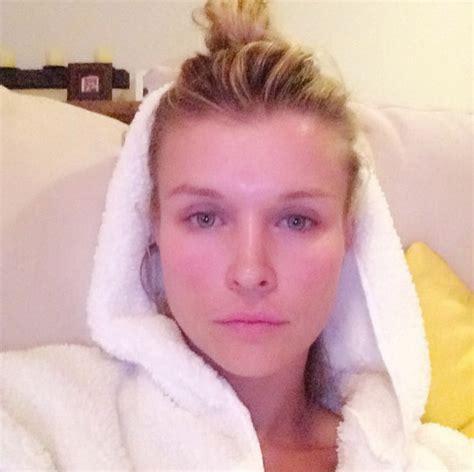 joanna krupa took a selfie after the shower