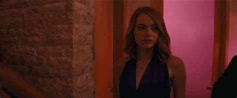 emma stone gif on tumblr emma stone love gif by la la land find share on giphy
