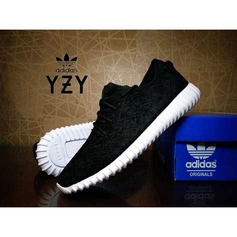 sepatu sneaker pria yeezy boost 350 hitam putih casual