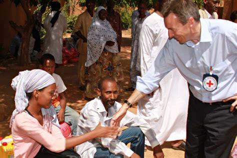 niger el presidente del cicr se reune  funcionarios del gobierno miembros de la cruz roja