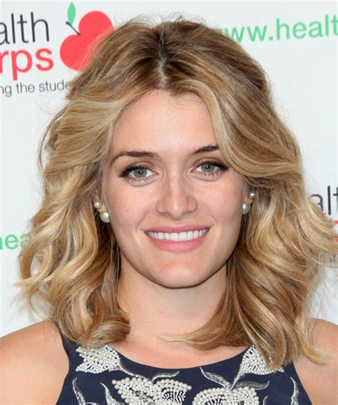 daphne oz haircut 2015 daphne oz medium wavy casual hairstyle medium blonde