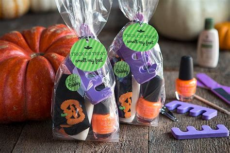 Smell My Feet Halloween Pedicure Gifts   Party Inspiration