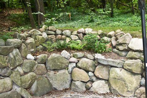 natural retaining walls  leaf landscaping