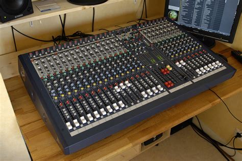 Audio Mixer Soundcraft Lx7ii soundcraft lx7ii 24 image 225215 audiofanzine