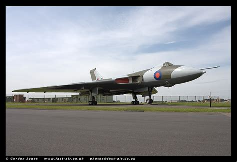 vulcan 607 a true aviation classic books aeroscale in box review avro vulcan by cooper