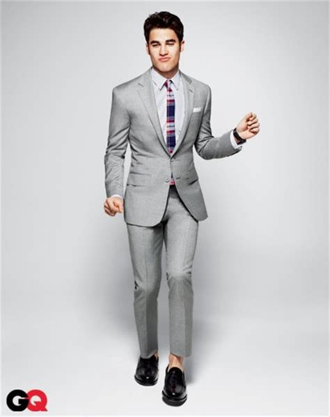 what colour goes with grey clothes what s a good colour of shirt and tie to wear with a pale